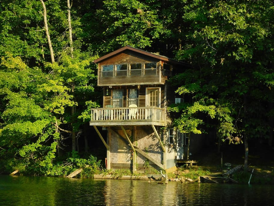 cabin by the pond southern illinois cabins cabin one. Black Bedroom Furniture Sets. Home Design Ideas